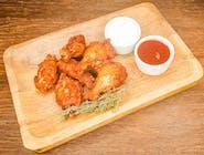 Pikantne skrzydełka (6 szt) 2 sosy