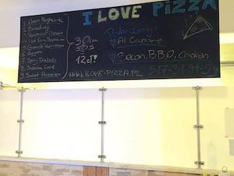 W lokalu pizza 30cm nr 1.-9. + sos = 17zł