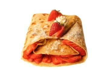 Naleśnik 40 cm, truskawki, sos do wyboru lub bita śmietana
