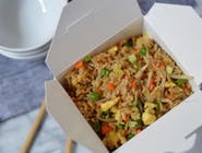 Smażony ryż z kurczakiem i warzywami ,700 ml.