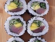 uramaki z mango i tuńczykiem