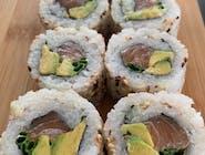 uramaki z avocado i łososiem