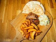 Coaste de porc cu cartofi prăjiți și salată coleslaw