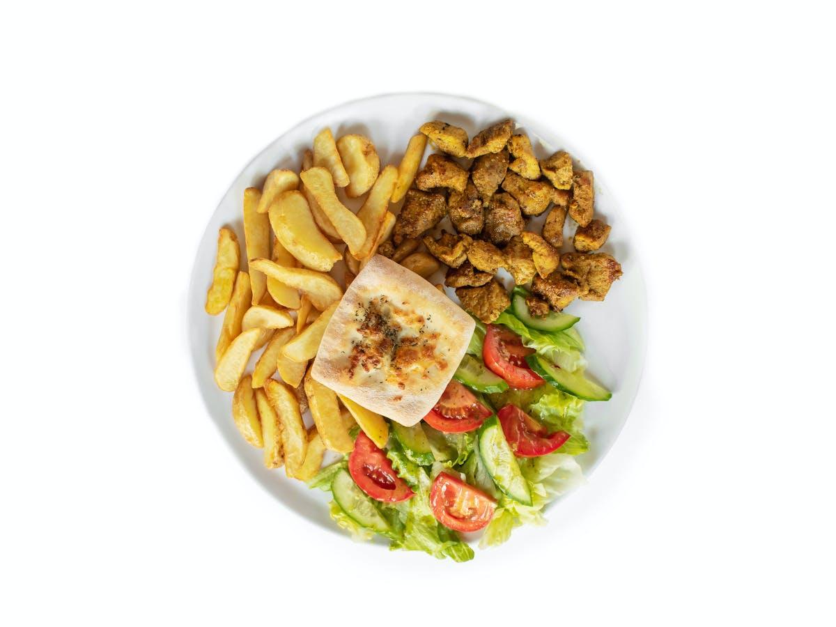 7.Shoarma wieprzowa z ziemniaczkami zapiekanymii i sałatką ze świeżych warzyw