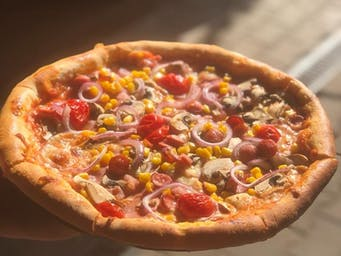 Pizza Cupidon cu Bordura de Branza