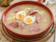 3. Żurek z jajkiem i kiełbasa + pieczywo