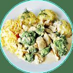 Gulasz z brokułami w sosie śmietanowym