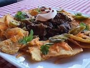 Szarpana wołowina BBQ z nachosami i jalapeno i różowym pieprzem