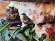 Burger z kozim serem