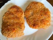 Kotlety z komosy ryżowej z batatami,mix sałat
