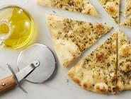 Focaccia z oliwą z oliwek i rozmarynem.