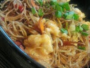 Noodles de orez cu legume și pui