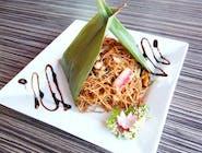 Noodles de orez cu legume și fructe de mare