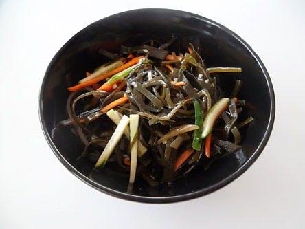 Salată din alge de mare