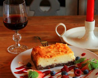 Dobre delikatne wino i smaczne jedzenie to wszystko w POPAS!!!