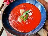 Krem z pieczonych pomidorów i papryki z szynką parmeńską