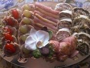 Patera nr.19 mix 31szt : tortelinki z łososiem wędzonym, tortelinki z indykiem, galantyna drobiowa, szynki ze szparagiem, szynki z sałatką warzywną