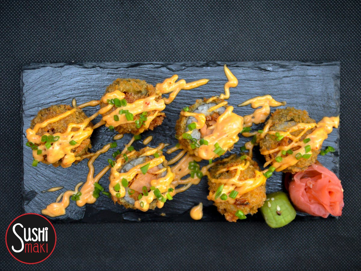 Rolki Sushi Podawane na Cieplo