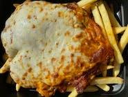 Grillowana pierś z kurczaka pod indyjskim sosem butter chicken, zapiekana pod serem + frytki / ziemniaki / ryż + zestaw surówek