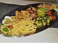 Riblja plata: Filet smuđa, pržene lignje, lignje sa žara, pastrva sa žara, krumpirići, povrće sa žara, krumpir sa blitvom