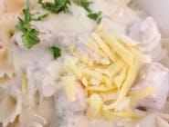 Makaron kokardki z sosem brokułowym i serem