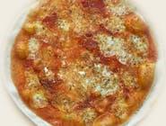 1. Margherita (sos czerwony)