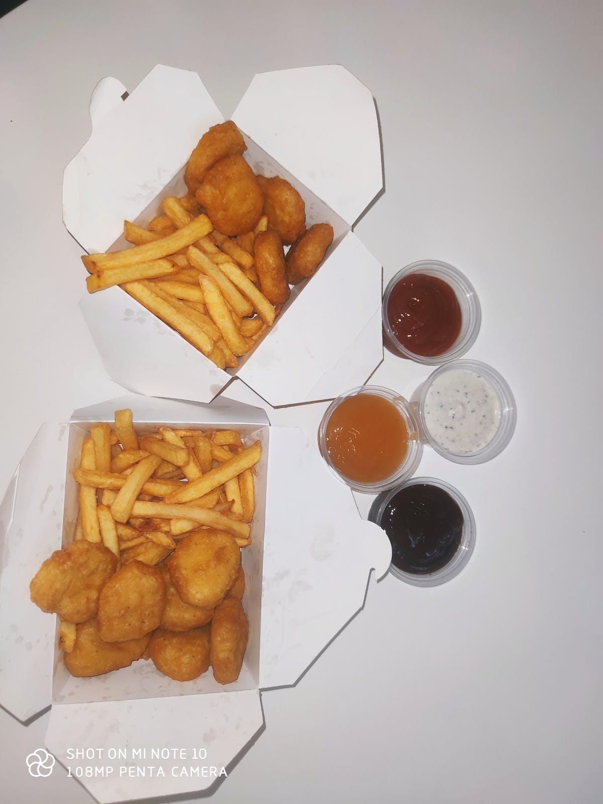 Kurczaczki (nuggets, pops, strips)