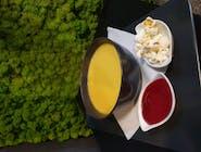 A'le krem kukurydziany z musem malinowym oraz popcornem  na białym winie