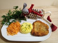 Filet drobiowy z ziemniaczkami i surówką z marchewki