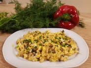 Jajecznica z cebulką i pieczarkami