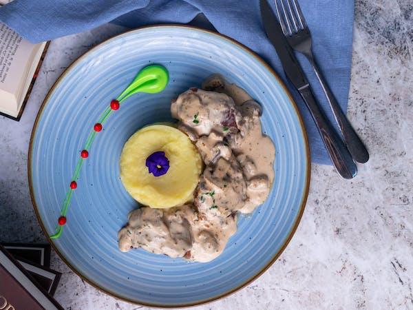 Pui cu sos alb și ciuperci
