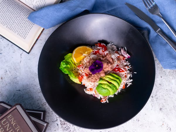 Salată de Ton cu Avocado și Orez