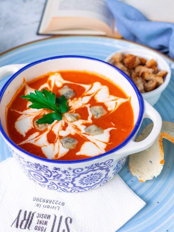 Supă cremă de roșii cu gorgonzola