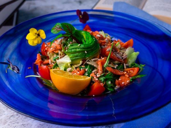 Salată de Avocado cu Somon fume