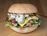 """Burger """"Przyzwoita Szarpanina"""" z kurczakiem"""