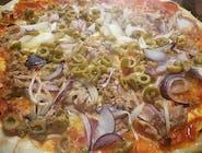 9. Pizza Tonne e cipolla malá (1,4,7,12)