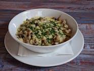 Kaszotto mięsne z cebulą i pieczarkami