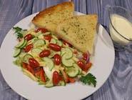 Sałatka wiosenna z sosem do wyboru