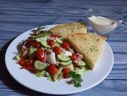 Sałatka z tuńczykiem z sosem do wyboru