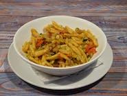 Makaron Strozzapreti z czerwonej soczewicy z warzywami