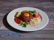 Tatar wołowy z pieczywem