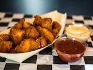 Nuggetsy z piersi kurczaka ( własny wyrób, ok. 300g ) z sosem do wyboru