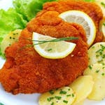 120/160g Viedenský br.rezeň, varené zemiaky, obloha│1,3,7│