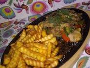Gorący półmisek grillowaną karkówką
