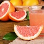 Świeżo wyciskany sok z grejpfruta