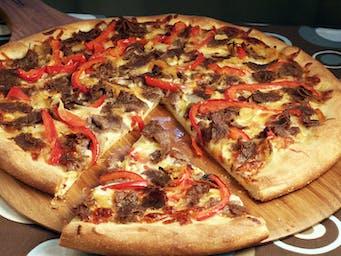 Pizza dowolna z kebabem