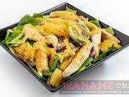 Sałatka z kurczakiem i grilowanym ananasem