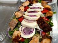 Sałatka z łososiem i mozzarellą z vinegrette ziołowo-miodowym