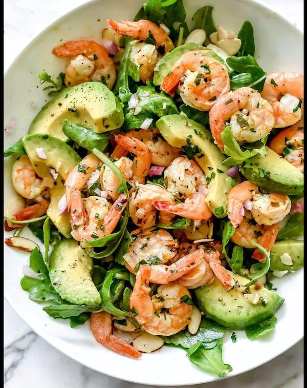 Salată cu creveti si avocado
