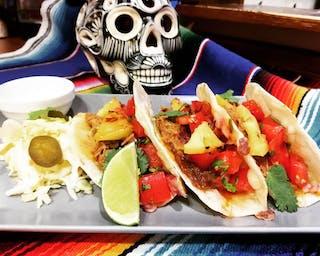 Taco z szarpaną wieprzowiną i ananasem